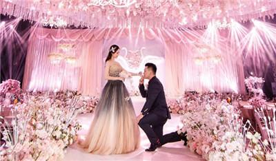 伯爵婚纱摄影加盟